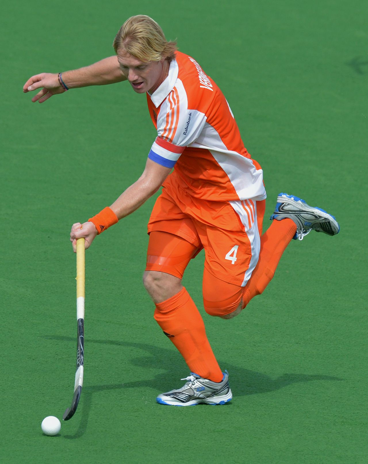 Captain Klaas Vermeulen of The Netherlands runs with the ball during the second quarter final match against New Zealand at the Men's Hockey Champions Trophy in Melbourne on December 6, 2012. The Netherlands won the match 2-0. AFP PHOTO/Paul CROCK IMAGE STRICTLY RESTRICTED TO EDITORIAL USE - STRICTLY NO COMMERCIAL USE