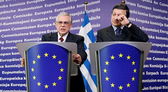 Caption: Greece's Prime Minister Lucas Papademos and European Commission President Jose Manuel Barroso (R) address a joint news conference after their meeting at the EU Commission headquarters in Brussels November 21, 2011. REUTERS/Francois Lenoir (BELGIUM - Tags: POLITICS BUSINESS)