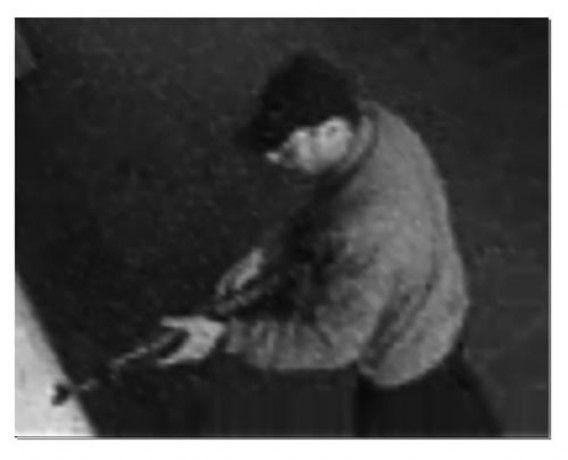 De Belgische politie heeft foto's verspreid van de man die vorige week zaterdag drie mensen doodschoot en een vierde zwaar verwondde in het Joods Museum in Brussel.