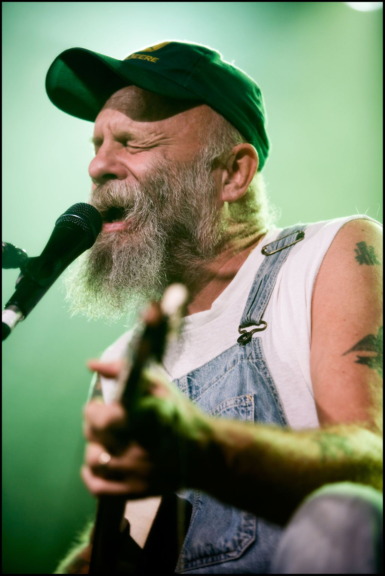 D 90905-04 Seasick Steve. Obligatory Credit - CAMERA PRESS / Neale Smith. American bluesman Seasick Steve playing at The Barras in Glasgow, Scotland. 21/10/2008.