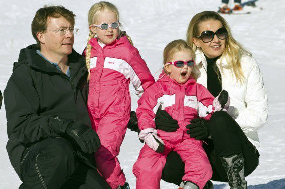 Dutch Prince Johan Friso poses with his wife Mabel and their daughters Countesses Zaria (2nd L) and Luana during a photocall at the Austrian alpine ski resort of Lech am Arlberg February 19, 2011. Dutch Prince Johan Friso was in critical condition but stable condition in the intensive care unit of an Innsbruck hospital after he was buried in an avalanche while skiing off piste in the Austrian Alps on February 17, 2012, authorities said. The Dutch royal family often spends winter holidays in Lech in the west Austrian province of Vorarlberg - which like other parts of Austria has been blanketed with heavy snow in recent weeks. Picture taken February 19, 2011. REUTERS/Miro Kuzmanovic (AUSTRIA - Tags: ROYALS ENVIRONMENT DISASTER)