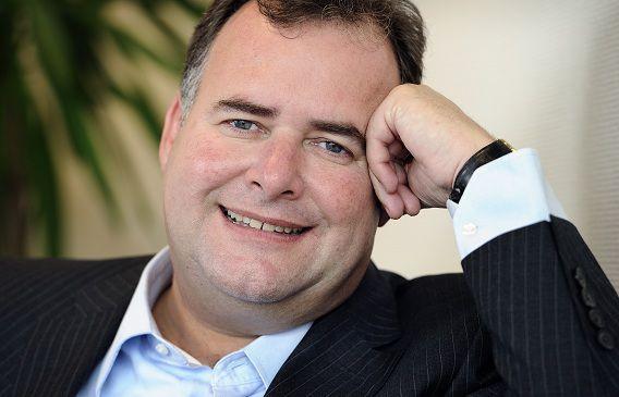 MKB voorzitter Hans Biesheuvel vindt dat ondernemers die op zogenaamd failliet gaan op een zwarte lijst moeten komen. Hij pleit hiervoor met KvK directeur Peter Jong.