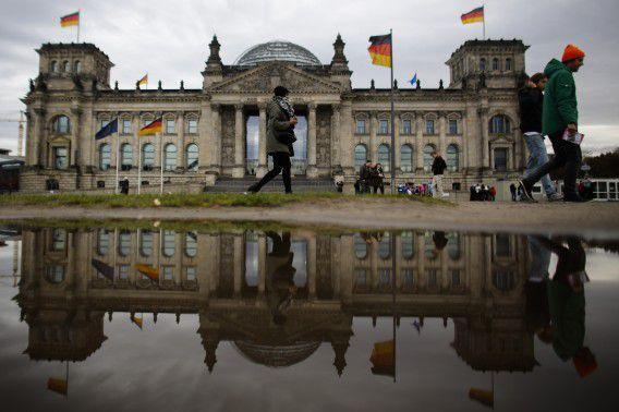 De Reichstag, thuis van het Duitse parlement. The Independent schrijft dat de Bundestag door Britse inlichtingendiensten in de gaten werd gehouden.
