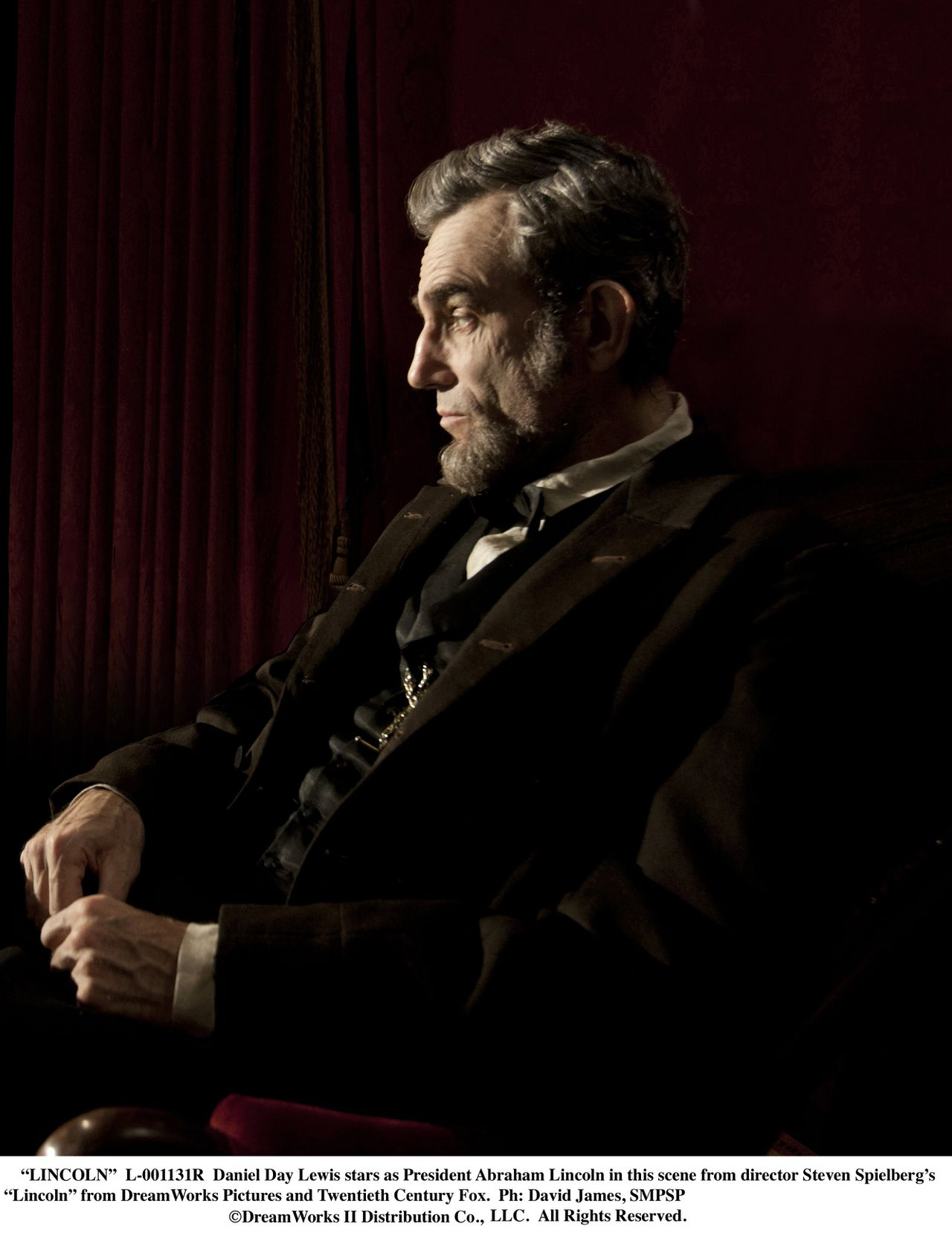 """""""LINCOLN"""" L-001131R Daniel Day Lewis stars as President Abraham Lincoln in this scene from director Steven Spielberg's """"Lincoln"""" from DreamWorks Pictures and Twentieth Century Fox. Ph: David James, SMPSP ©DreamWorks II Distribution Co., LLC. All Rights Reserved."""