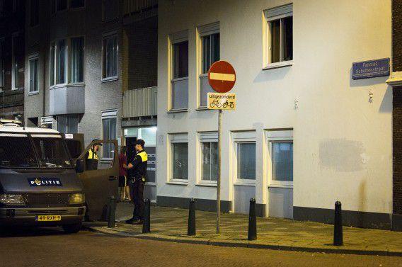 De politie doet de laatste maanden vaker invallen in het kader van onderzoek naar Jihadisten. Zoals hier van de zomer in de Schilderswijk.
