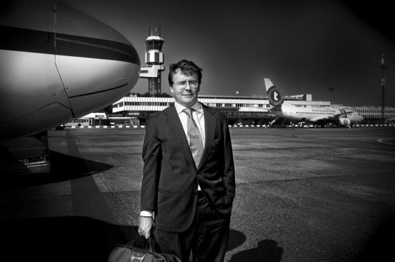 Prins Friso in 2006 toen hij vanuit Londen arriveerde op Airport Rotterdam.