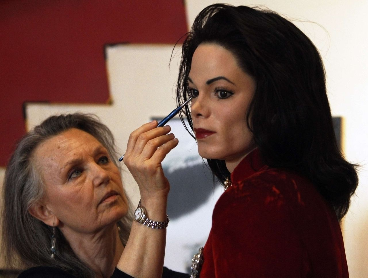 Artist Morfy Gikas touches up the Michael Jackson tribute exhibit at Madame Tussauds wax museum in New York June 23, 2010 ahead of the one year anniversary of Jackson's death on June 25. REUTERS/Lily Bowers (UNITED STATES - Tags: ANNIVERSARY ENTERTAINMENT)