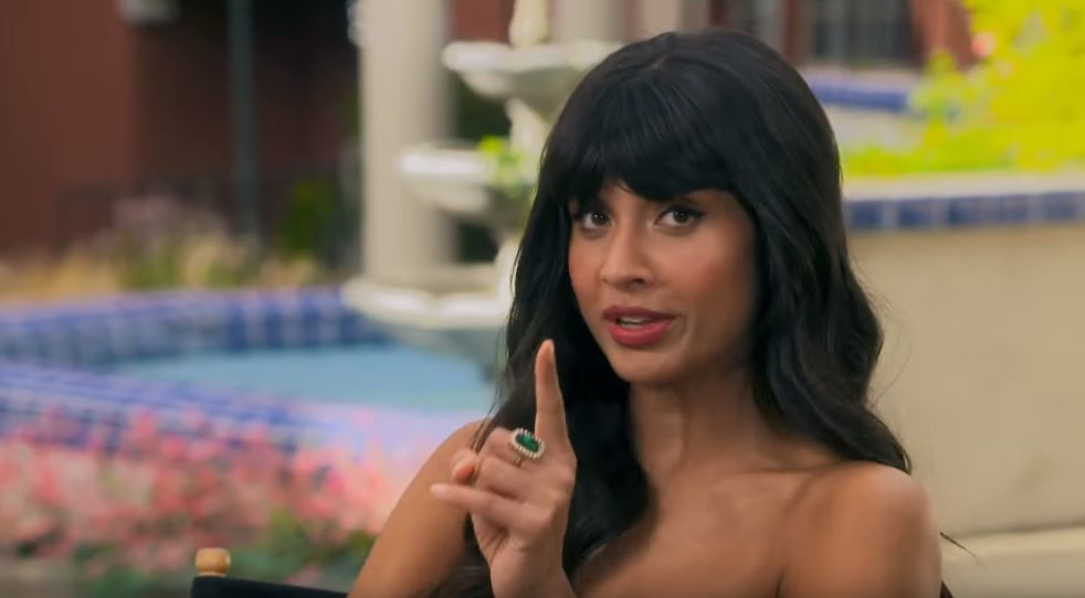 Jameela Jamil als Tahani Al-Jamil in The Good Place 4.