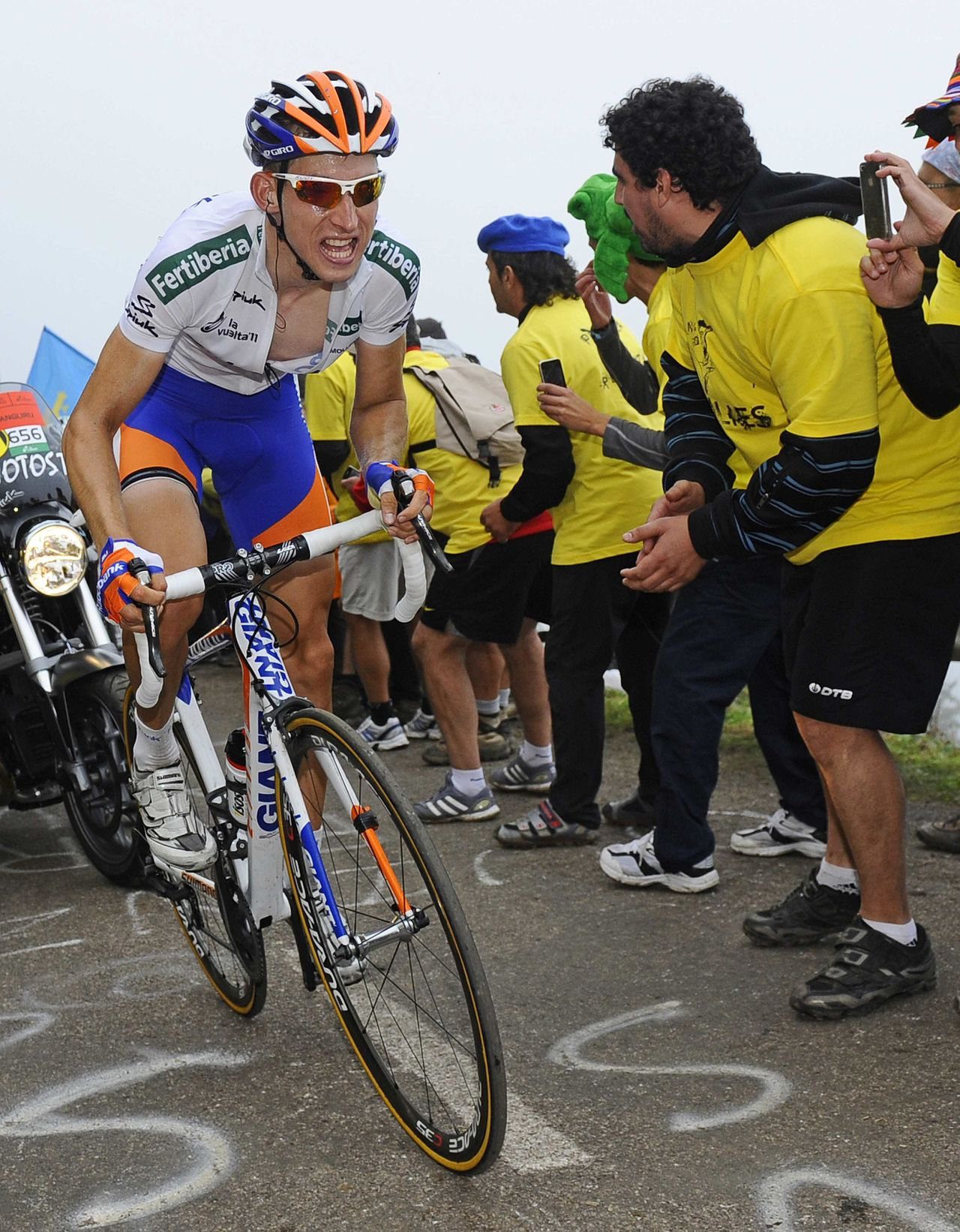 "Rabobank team rider Bauke Mollema of Netherlands cycles during the 15th stage of the Tour of Spain ""La Vuelta"" cycling race between Aviles and Alto de L'Angliru September 4, 2011. REUTERS/Felix Ordonez (SPAIN - Tags: SPORT CYCLING)"
