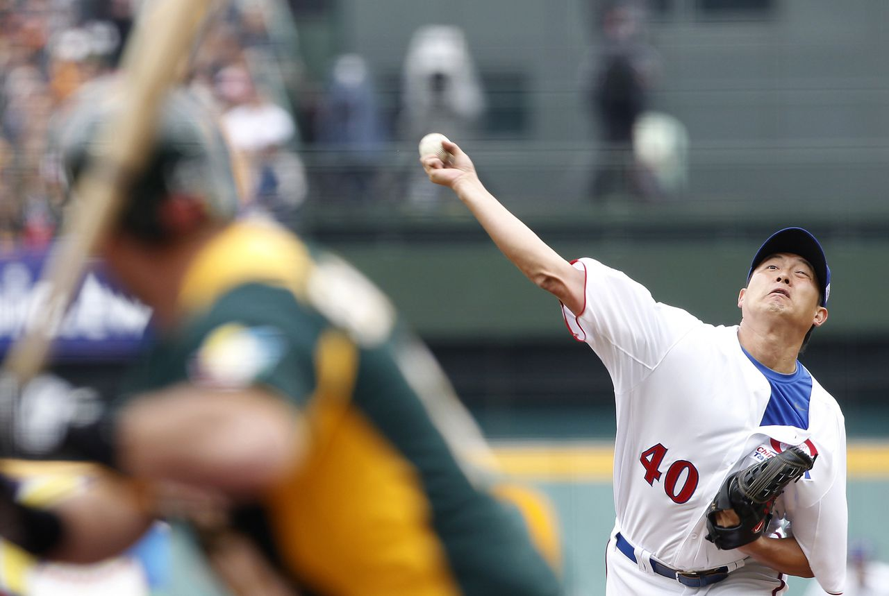 Taiwan's starting pitcher Wang Chien-ming delivers a pitch to Australia's Chris Snelling during the third inning of the World Baseball Classic qualifying first round at the Taichung Intercontinental Baseball Stadium March 2, 2013. Taiwan defeated Australia 4-1. REUTERS/Pichi Chuang (TAIWAN - Tags: SPORT BASEBALL)