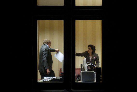 Kathleen Ferrier en Ad Koppejan zaten gisteren tijdens het debat en vlak voor het CDA-fractieoverleg ruim een half uur op de werkkamer van Koppejan voor overleg. Foto NRC / Roel Rozenburg