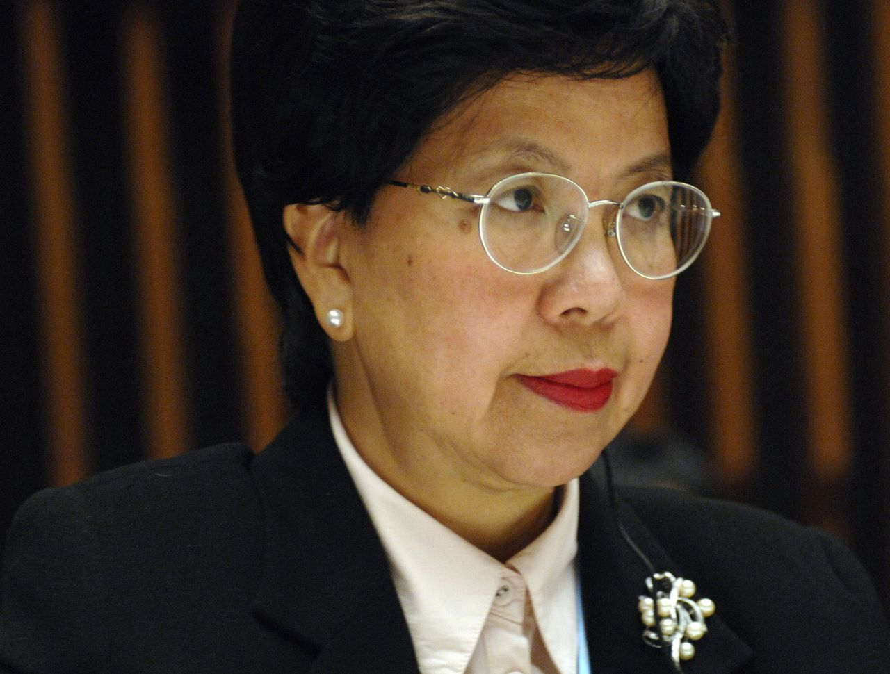 Margaret Chan Foto Reuters Newly nominated World Health Organisation (WHO) Director-General Margaret Chan of China listens during an Executive Board meeting at the WHO headquarters in Geneva November 8, 2006. Chan, the WHO's top official on bird flu, will become the first Chinese to head a major United Nations agency. REUTERS/Denis Balibouse (SWITZERLAND)