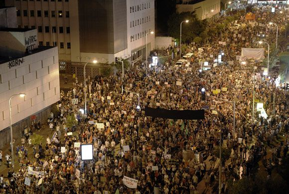 Tens of thousends of Israeli march in the center of Tel Aviv on August 6, 2011 in protest against the rising prices of real estate in Israel. AFP PHOTO/DAVID BUIMOVITCH