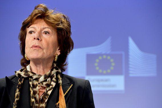Er zou vanavond over een voorstel van Neelie Kroes voor goedkoper mobiel internetten vanuit het buitenland worden gestemd.