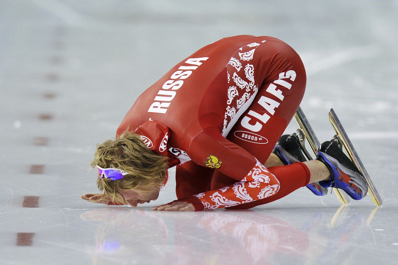 Ivan Skobrev of Russia kisses the ice after winning the men's ISU World Allround Speed Skating Championships in Calgary, Alberta, February 13, 2011. Skobrev, who finished second in the men's 10000m event, won the Allround men's title. REUTERS/Todd Korol (CANADA - Tags: SPORT SPEED SKATING)