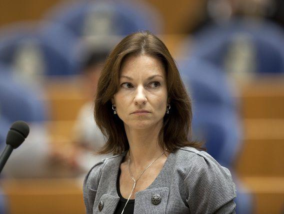DEN HAAG - Het kamerlid Lilian Helder (PVV), dinsdag tijdens het wekelijkse vragenuurtje in de Tweede Kamer.