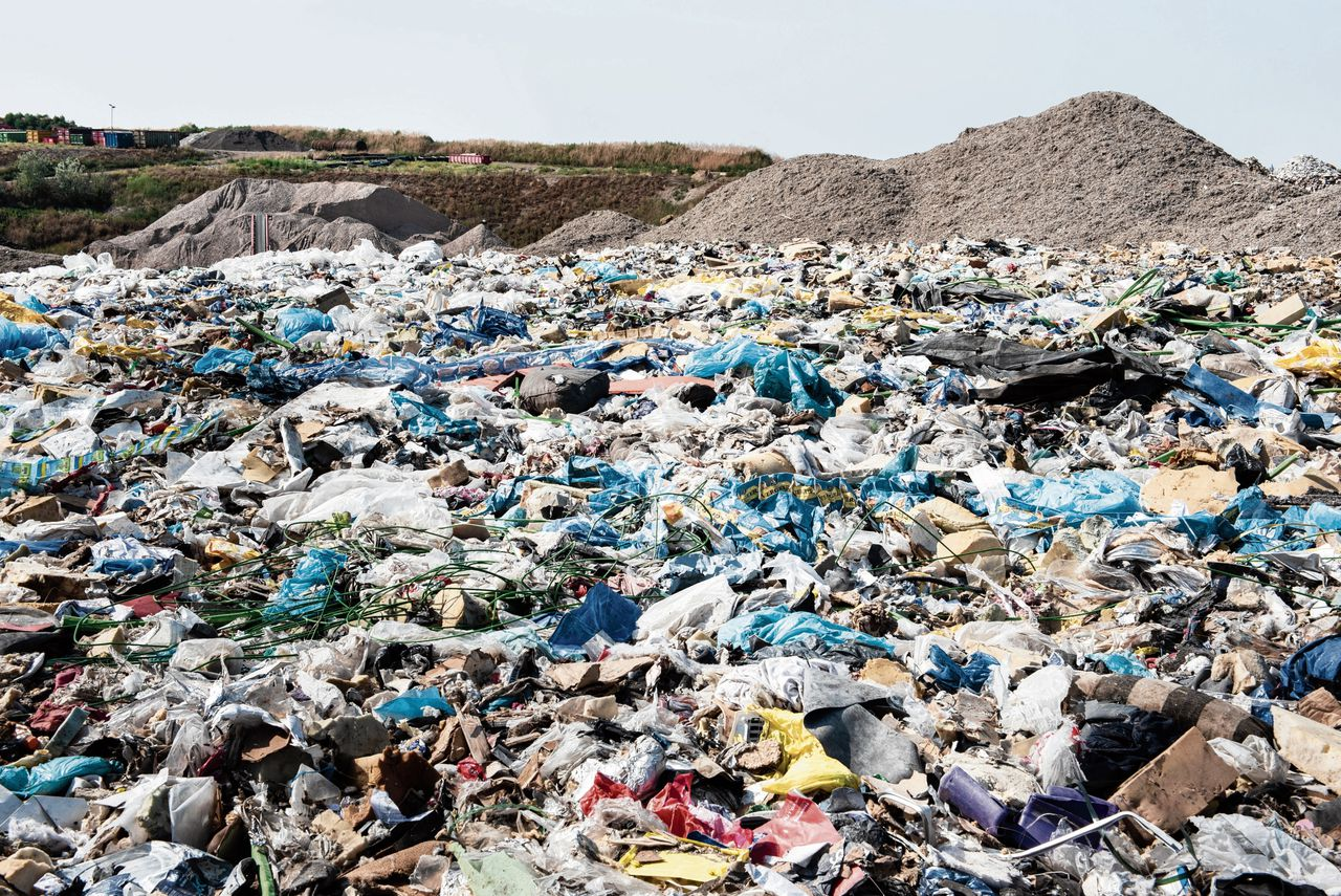 De volle afvalkuil van Renewi in Amersfoort. Het maakte ruimte vanwege de krapte in Amsterdam.