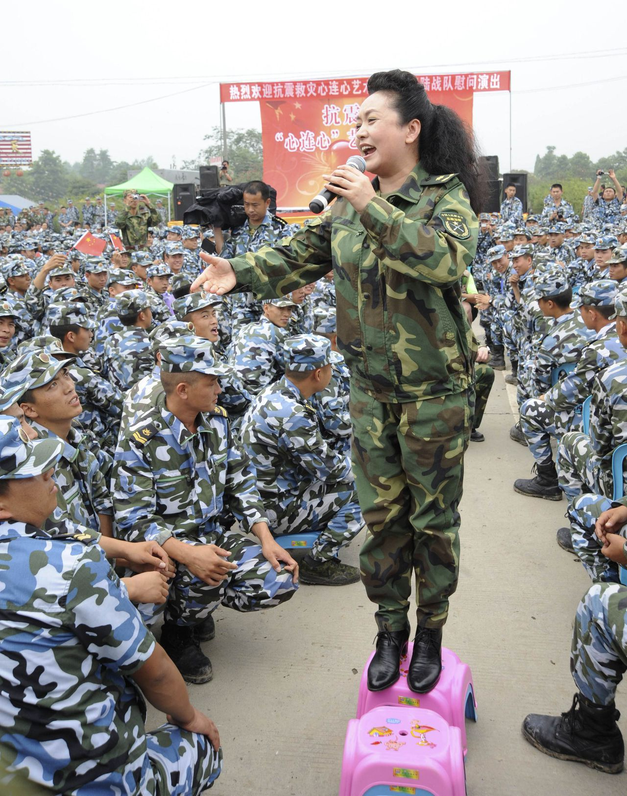 China's new first lady and singer Peng Liyuan sings during a performance as she visits soldiers and residents after the Wenchuan earthquake in Deyang, Sichuan province June 21, 2008. Peng is best known in China as a singer, and for many years was arguably better known and certainly more popular than her husband who is China's President Xi Jinping. Picture taken June 21, 2008. REUTERS/Stringer (CHINA - Tags: ENTERTAINMENT POLITICS MILITARY) CHINA OUT. NO COMMERCIAL OR EDITORIAL SALES IN CHINA