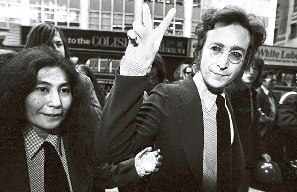 Yoko Ono en John Lennon in New York, mei 1972.