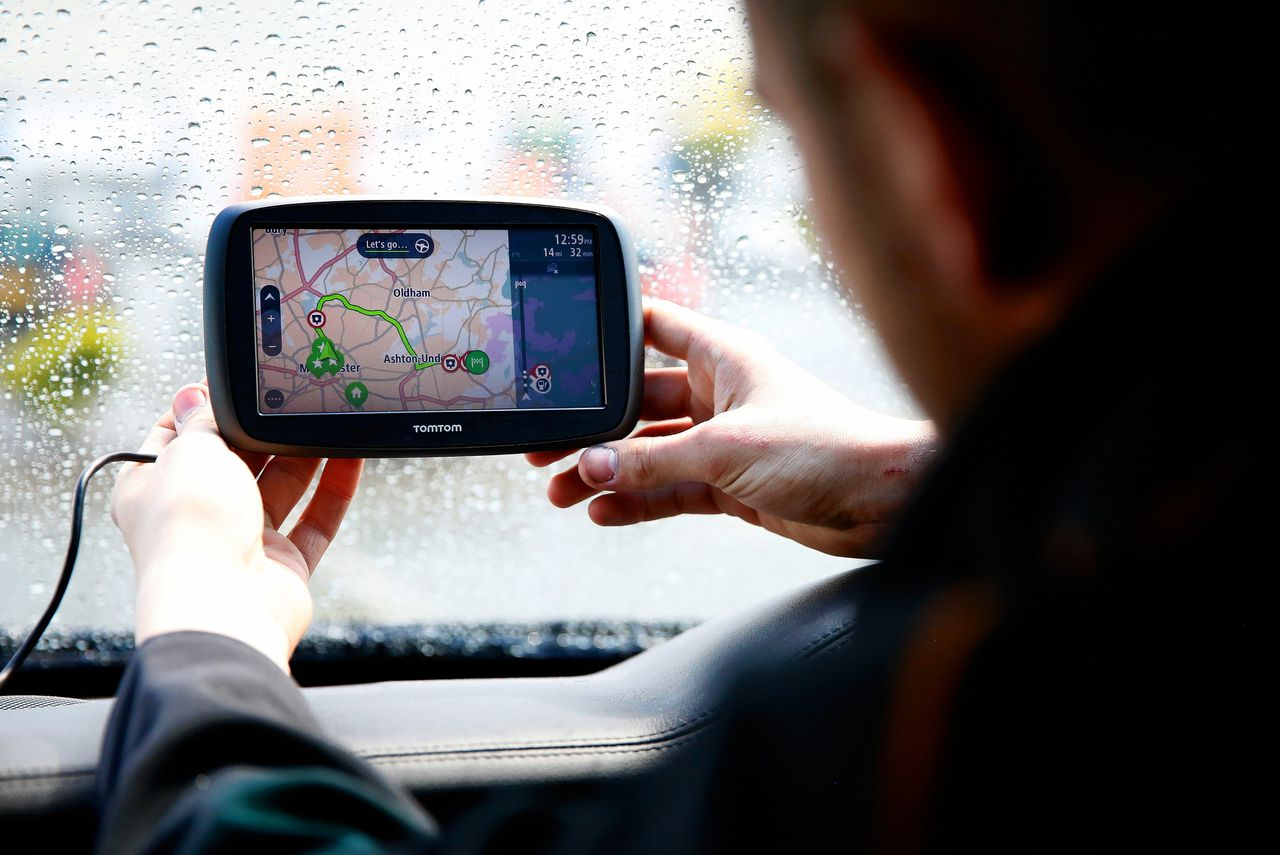 Steeds minder mensen kopen de navigatiekastjes waar het bedrijf groot mee werd – wie gebruikt nog zo'n apparaat als je Google Maps op je telefoon hebt?
