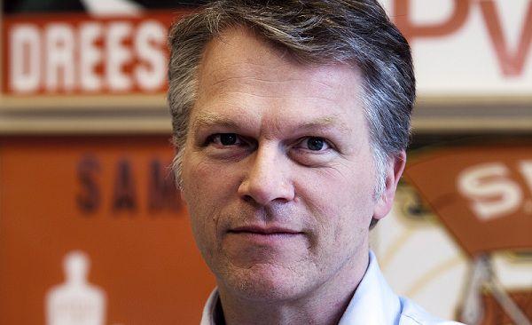 Wouter Jacob BOS ( 1963) Nederlandse politicus voor PvdA verkiezingsaffiches in het Partij van de Arbeid Partijkantoor aan de Herengracht 54 in Amsterdam. foto VINCENT MENTZEL/NRCH==F/C==Nederland. Amsterdam, 29 maart 2010