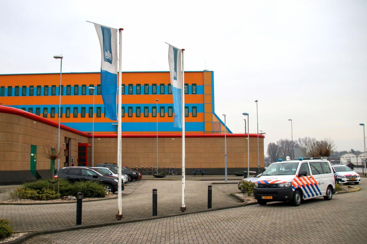 De Schie aan de Prof. Jonkersweg vormt samen met locatie Hoogvliet de Penitentiaire Inrichting (PI) Rotterdam.