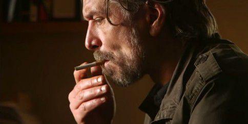 De Noorse schrijver Karl Ove Knausgård, die op het Lowlandsfestival wordt geïnterviewd door Renske Jonkman.