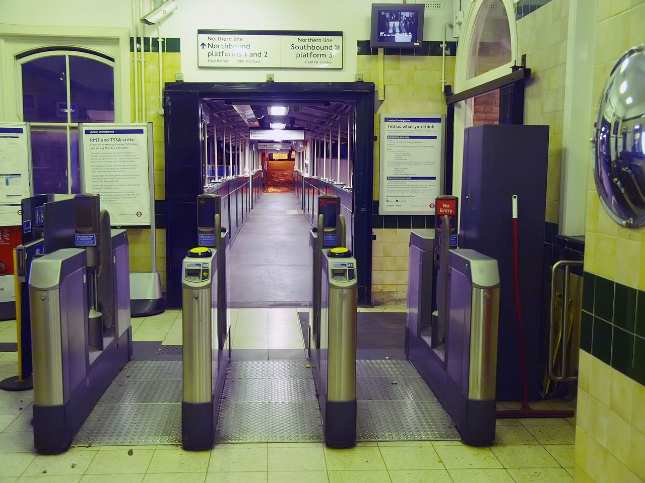 A deserted entrance to the Finchley Central Tube station, North London, on October 3, 2010 after the start of a 24 hour strike on the London underground. AFP PHOTO/MAX NASH
