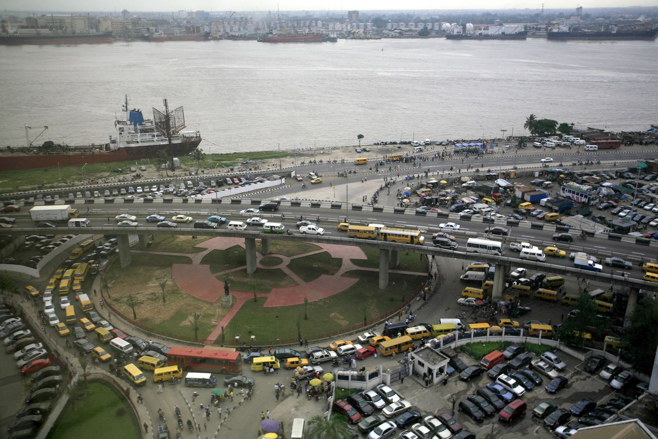 Traffic is seen at a section of Marina Business district in Nigeria's commercial capital Lagos August 1, 2008. To match feature AFRICA-DIASPORA/NIGERIA REUTERS/Akintunde Akinleye
