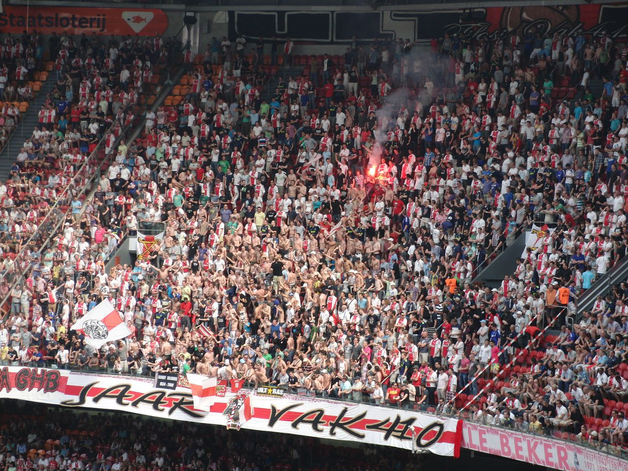 English: Vak410 in action during the game Ajax - Excelsior (4-1) Date 24 April 2011(2011-04-24) Source Own work Author Danbu14