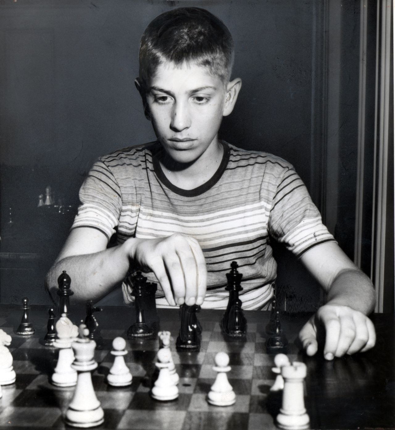 **FILE PHOTO** (NYT30) NEW YORK -- Jan. 18, 2008 -- OBIT-FISCHER -- Bobby Fischer, then 14, in New York in a June 19, 1957 photo. Fischer, the iconoclastic genius who was one of the greatest chess players the world has ever seen, died Thursday, Jan. 17, 2008, in ReykjavÔø?k, Iceland. He was 64. (Robert Walker/The New York Times)