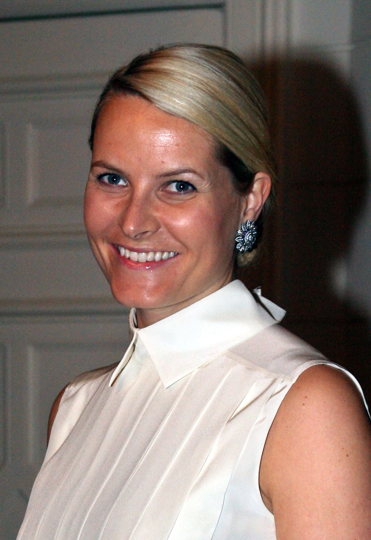 Norway's Crown Princess Mette-Marit arrives to attend a reception for the 100th anniversary of Norway's consulate 17 October 2006 in Hamburg. Mette-Marit is on a two-day-visit in Hamburg and will officially re-open the consulate on 18 October. AFP PHOTO DDP /DAVID HECKER GERMANY OUT