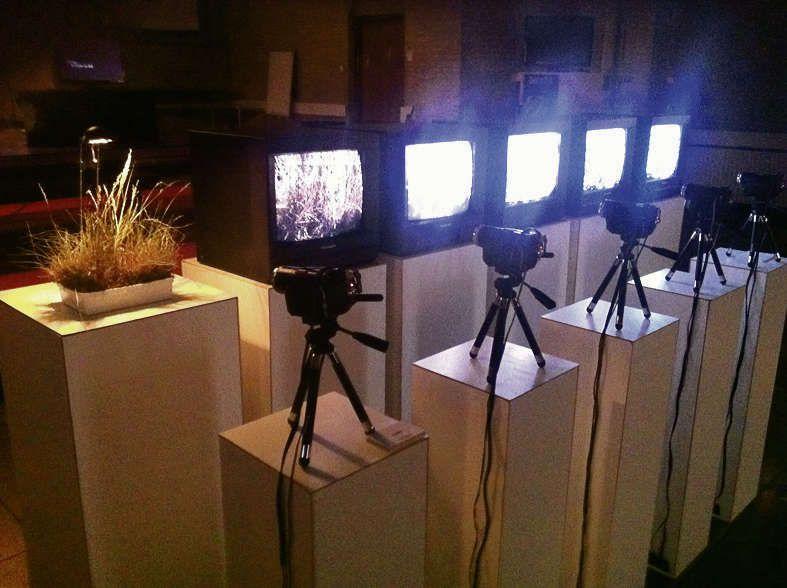 Recycle van Jet Smits: live tv-beeld vier maal gekopieerd.