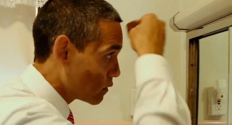 Obama-imitator Louis Ortiz schminkt zichzelf
