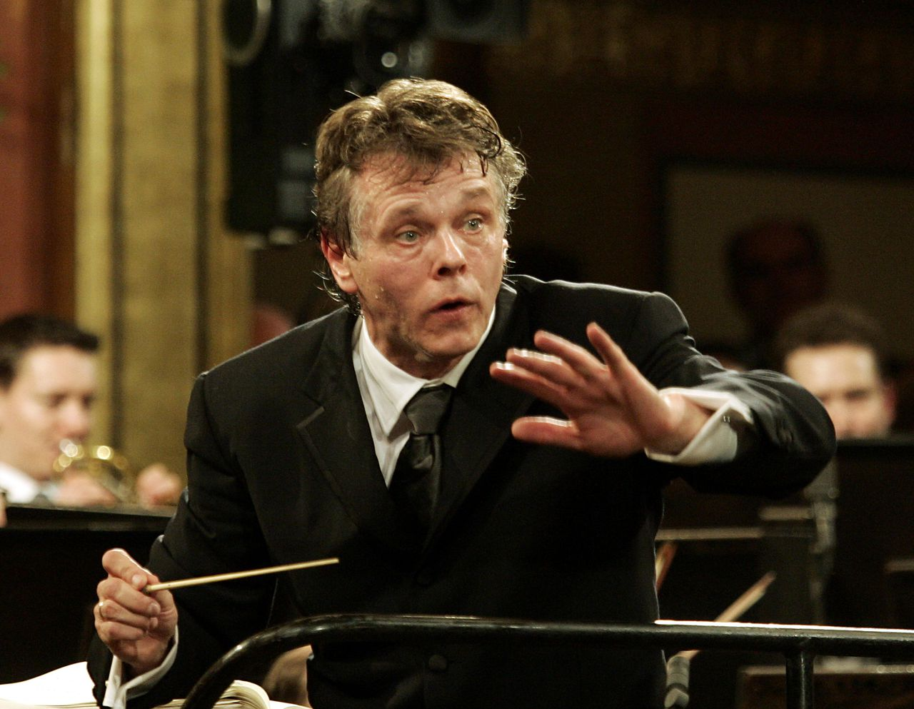 Latvian Maestro Mariss Jansons conducts the Vienna Philharmonic Orchestra during the traditional New Year's concert, on Sunday, Jan. 1, 2006, at Vienna's Musikverein. (AP Photo/Hans Punz)