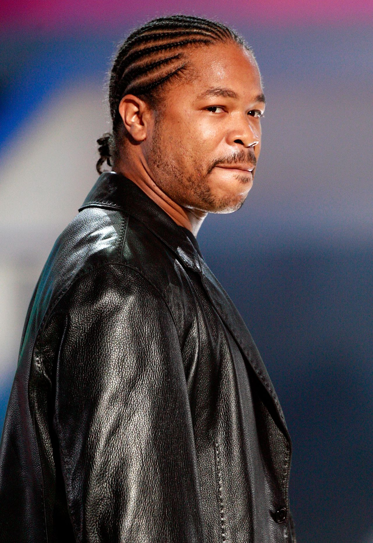 """Rapper Xzibit. Foto AFP CULVER CITY, CA - DECEMBER 02: TV personality Xzibit presents the award for Big """"It"""" Girl onstage during the VH1 Big in '06 Awards held at Sony Studios on December 2, 2006 in Culver City, California. (Photo by Kevin Winter/Getty Images) *** Local Caption *** Xzibit"""