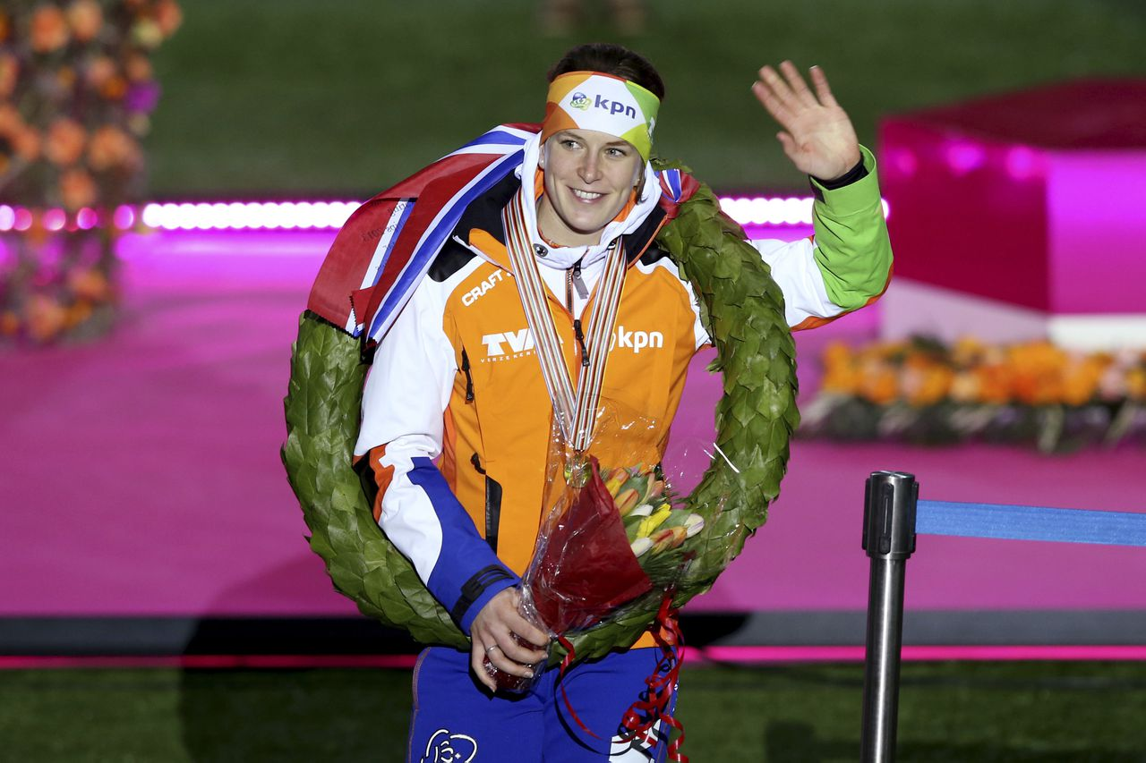 Ireen Wüst, the Netherlands, with her laurels after winning the overall title in the World Speed Skating Championships Sunday Feb. 17, 2013, in the Viking Ship Arena in Hamar, Central Norway. (AP Photo / Hakon Mosvold Larsen, NTB scanpix) NOTWAY OUT