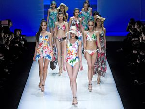 De badmode van de HOSA Swimwear Trend Fashion Show tijdens de China Fashion Week in Peking.