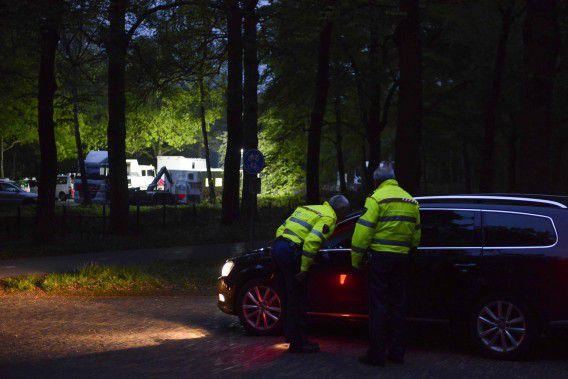 Politieagenten zochten vannacht naar de twee vermiste broertjes van 7 en 9 jaar.