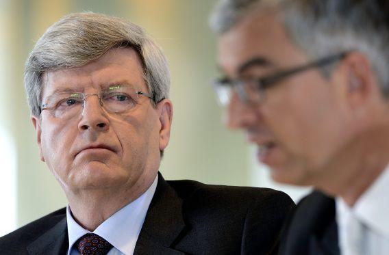 Bestuursvoorzitter Piet Moerland (L) en CFO Bert Bruggink tijdens de presentatie van de jaarcijfers van de Rabobank.