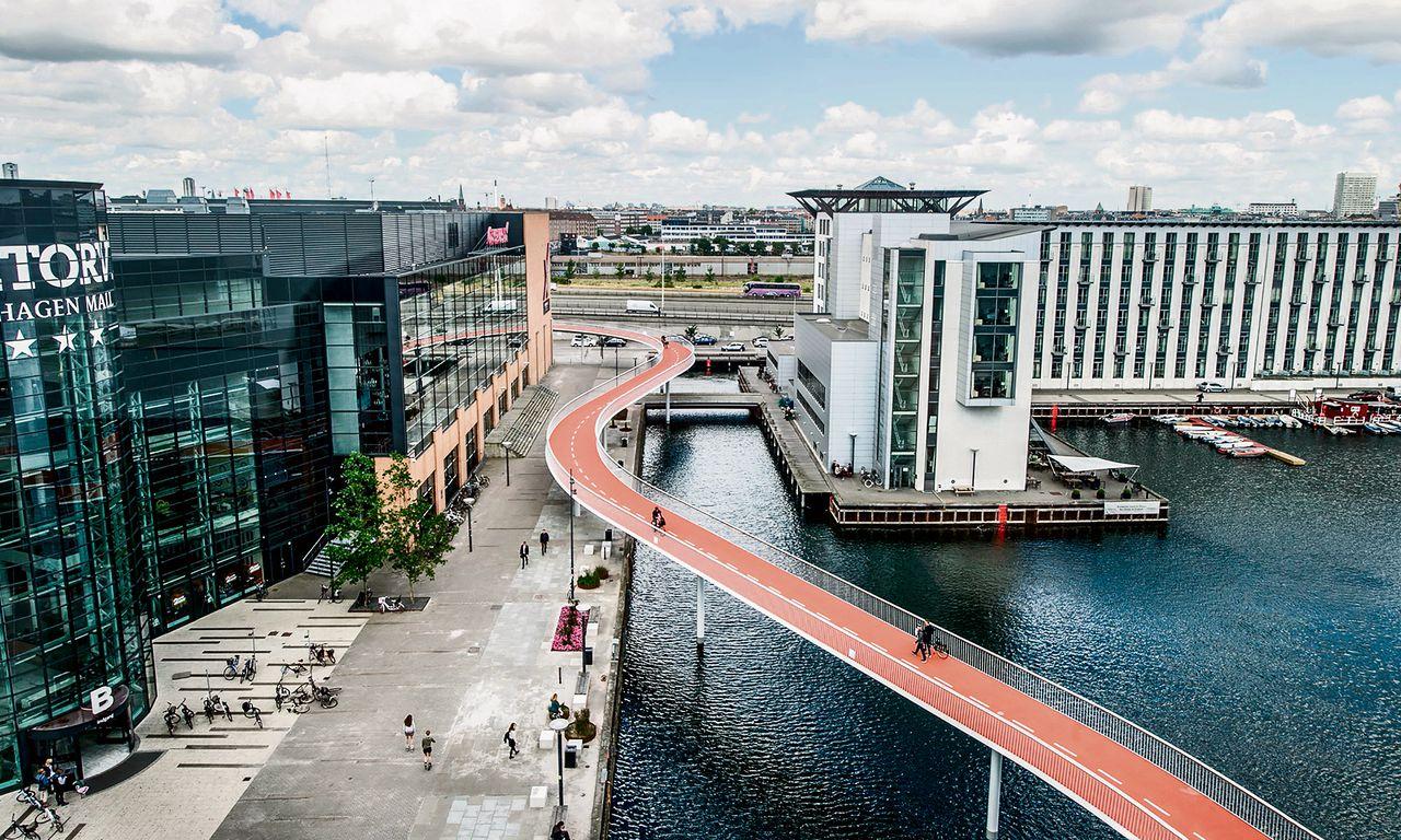 De fietsbrug (cykelslangen) in Kopenhagen.