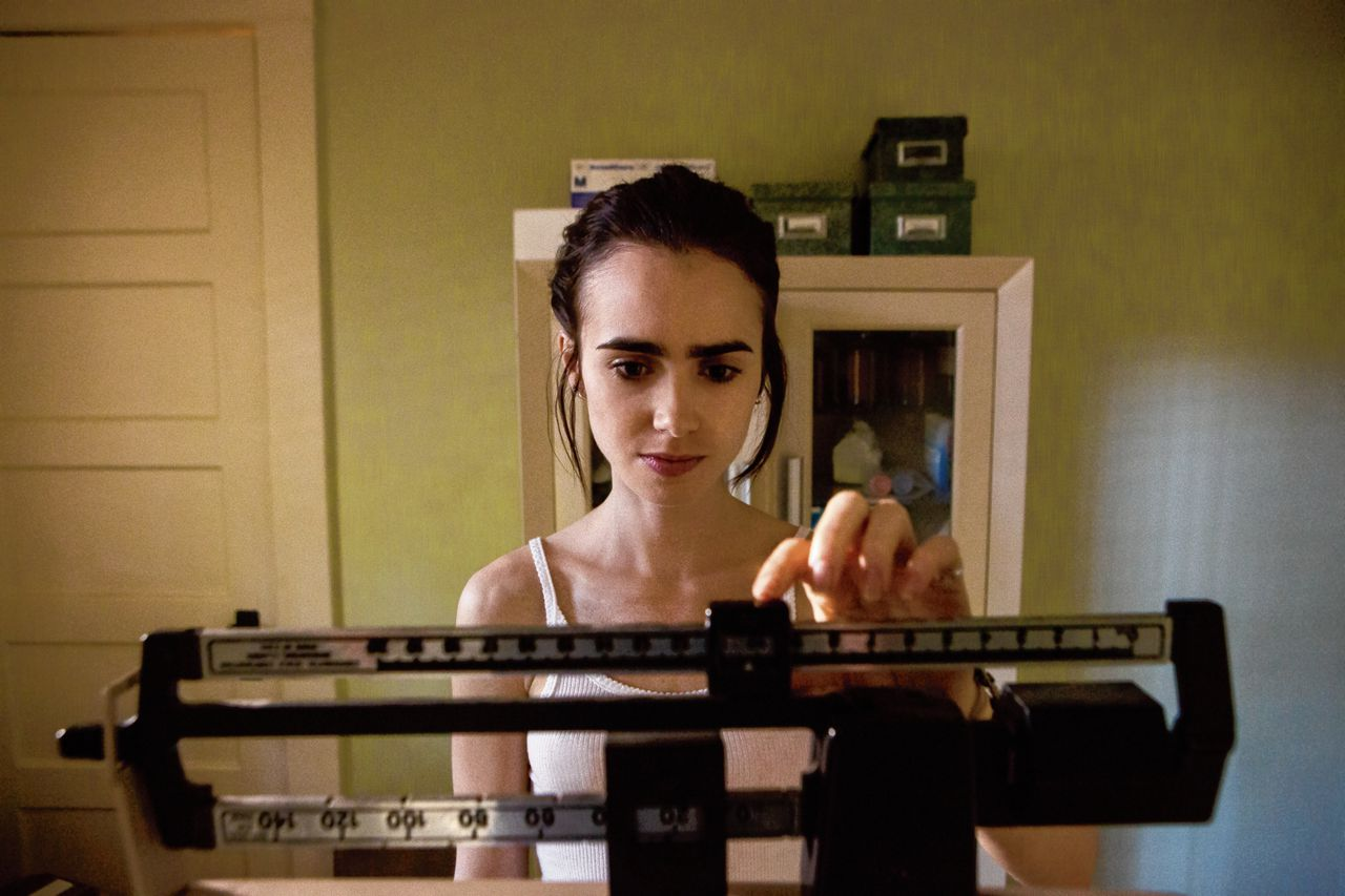 Actrice Lily Collins speelt anorexiapatiënt Ellen.