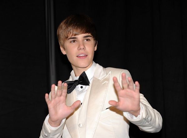 Justin Bieber poses during the 53nd annual Grammy Awards in Los Angeles, California on February 13, 2011. AFP PHOTO / GABRIEL BOUYS