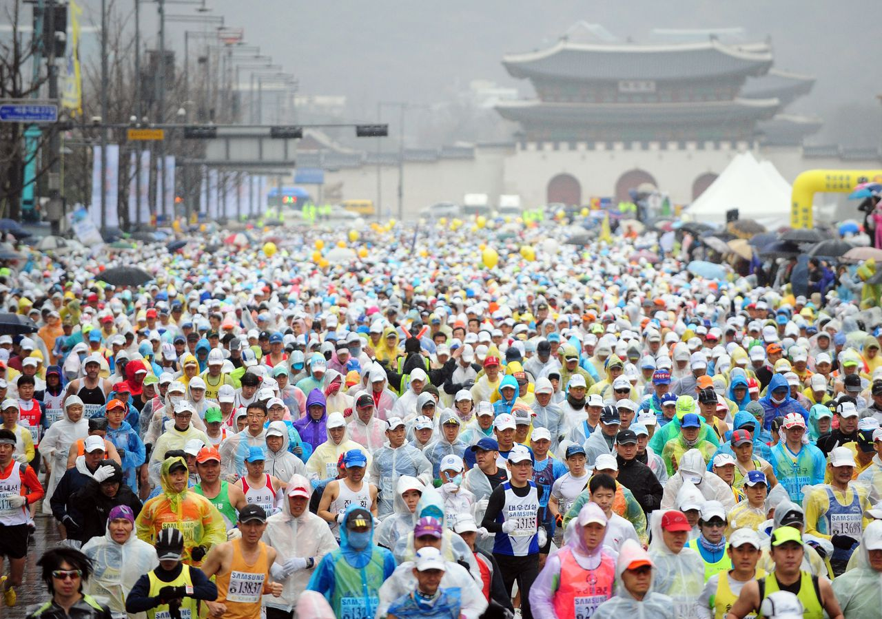 Participants start the Seoul International Marathon and the 82th Dong-A Marathon at Olympic Stadium in Seoul on March 20, 2011. Abderrahim Goumri of Morocco won the race in a time of 2 hours, 9 minutes, 11 seconds. AFP PHOTO/PARK JI-HWAN