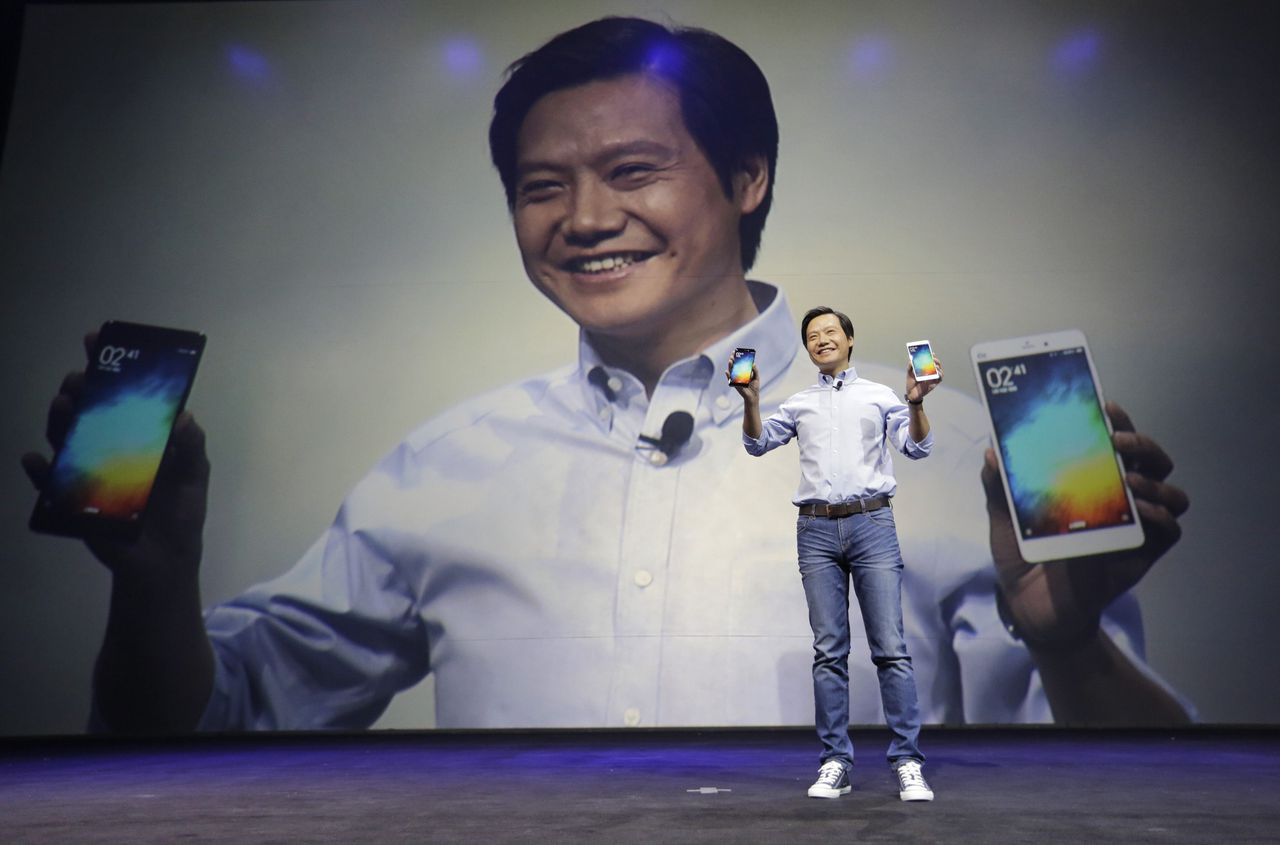 Lei Jun, founder and Chief Executive Officer of China's mobile company Xiaomi, shows Mi Notes at its launch in Beijing January 15, 2015. China's Xiaomi Inc staked its claim to Apple Inc's crown on Thursday as the world's third-biggest smartphone maker and most valuable tech start-up unveiled the flagship Mi Note, its challenger to Apple's iPhone 6 Plus. REUTERS/Jason Lee (CHINA - Tags: SCIENCE TECHNOLOGY BUSINESS TELECOMS)
