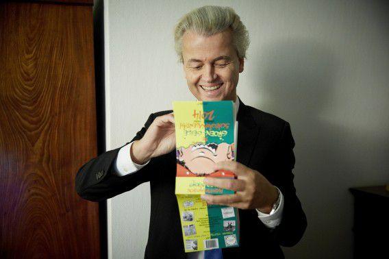 Geert Wilders eind vorig jaar met de Groen-Geile Scheuâhkalendâh.