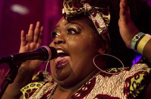 De Nederlandse soulzangeres Sarah-Jane treedt op tijdens Noorderslag.