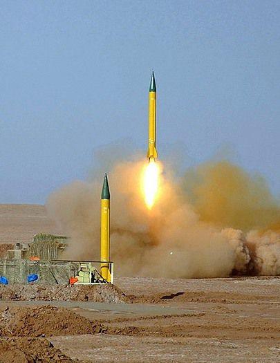 Een Iraanse Shahab-3-middellangeafstandsraket, ter illustratie