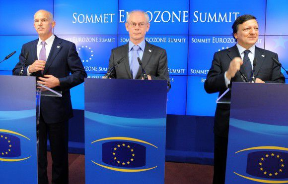 (L-R) Greek Prime Minister George A. Papandreou, European Council President Herman Van Rompuy and European Commission President Jose Manuel Barroso arrive for a presser after the EU summit on July 21, 2010 at the European Council headquarters in Brussels. According to a draft agreement at the EU summit -- in which IMF managing director Christine Lagarde was participating -- the eurozone will provide Greece fresh loans and take steps to reduce the country's 350-billion-euro debt. AFP PHOTO / GEORGES GOBET