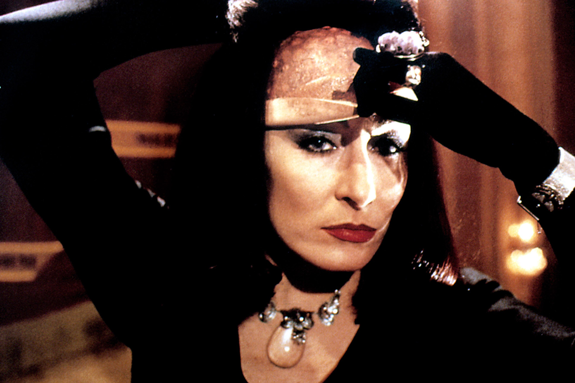 Still van Angelica Huston in Dahl's Witches